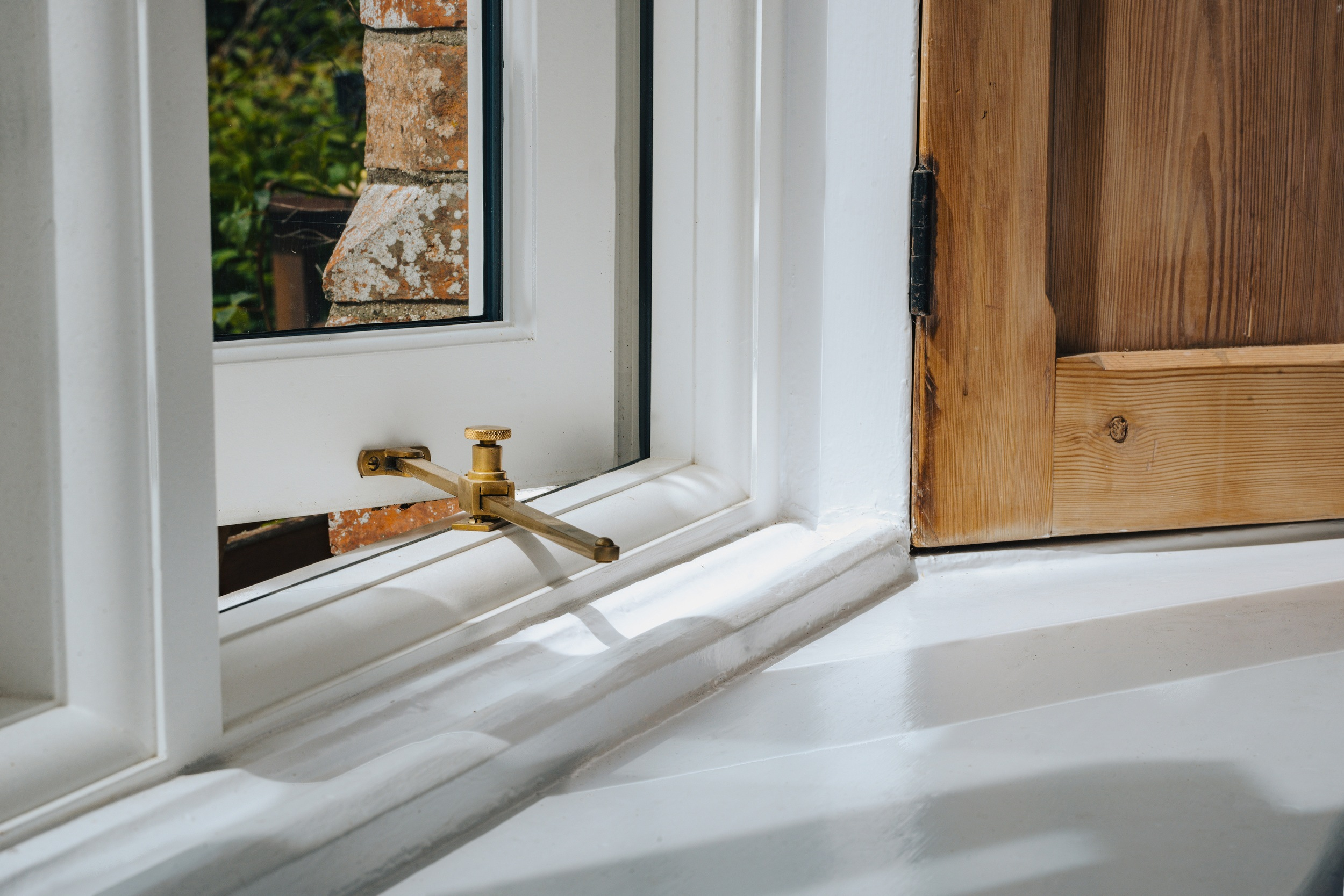 Wooden windows prices and how they can help be cheaper than plastic